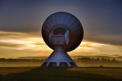 Telewizja naziemna, satelitarna, a może internetowa – co warto wybrać