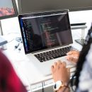 Informatyk w firmie czy outsourcing IT